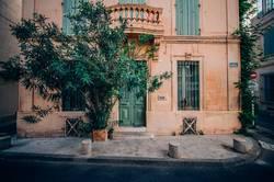Hausfront mit Eingangstür