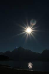 Sonne mit Bergen