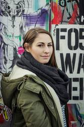Frau auf Graffiti
