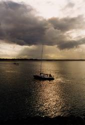 Segelyacht in der Abendsonne