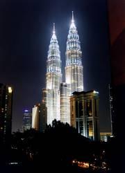 Petronas Towers bei Nacht (1)