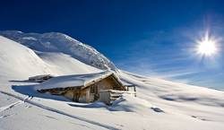 winterlandschaft mit hütte