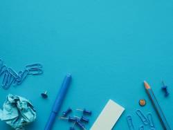 Büromaterial in blau