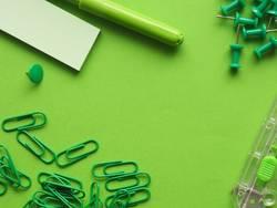 Büro Utensilien in grün