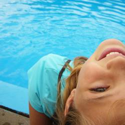Janina am Pool