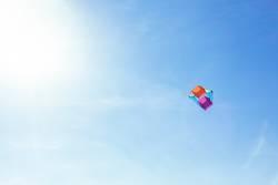 Drachen, Wind, Blauer Himmel, Textfreiraum, Kindheit