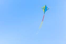 Drachen steigen lassen, Wind, Blauer Himmel, Textfreiraum