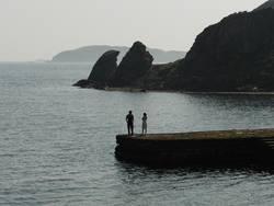 Paar und Felsen