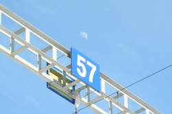 57 mit Mond