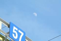 57 mit Mond -3-