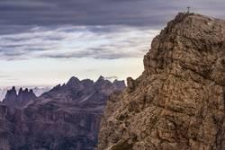 Wandern in Dolomiten mit Panorama