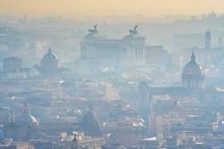 Der weiße Nebel schwebt noch – der neue Papst ist da.