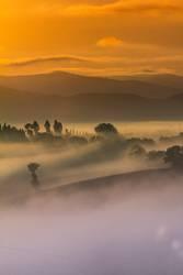 Toskana am Morgen im Nebelmeer