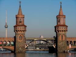Oberbaumbrücke ohne Gelb