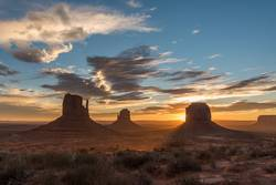Sunrise at Monument Valley 01
