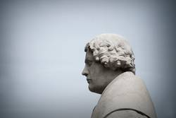 Alexander Hold Gedächtnisstatue