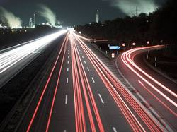 A555 bei Nacht
