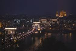 Chain Bridge and St. Stephen´s Cathedral at night