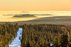 Blick vom Fichtelberg ins Nebenlmeer Richtung Tschechien