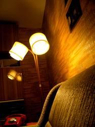 Ein Ding, das sich Stehlampe nennt