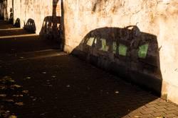 Schatten von parkenden Autos