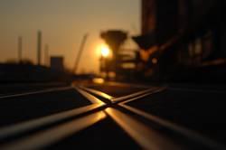 Gleiskreuzung im Sonnenuntergang