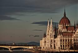 Budapester Parlament von der Kettenbrücke