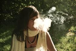 Rauchen fügt ihnen und ihrer Umgebung erheblichen Schaden zu