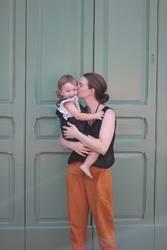 Mutter Kind knutsch alt grün süß