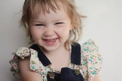 Grinsen Zahnlücke Mädchen süß