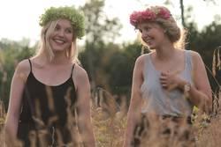 Frauen Natur Wald Blumenkranz
