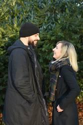 Lachen - gegenüber stehend - Paar - Winter