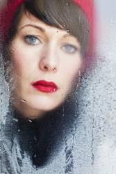 Frau mit roter Mütze