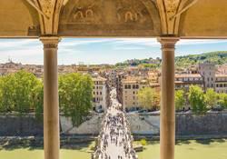 Heilig-Engelsbrücke über dem Fluss Tiber in Rom