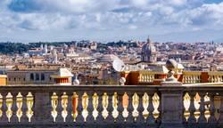 Ansicht von Rom durch eine Marmorgeländer