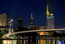 Wolkenkratzer-Brücke