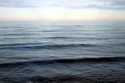 Sanfte Wellen am Meer