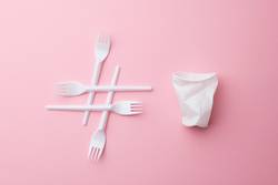 Hashtag Plastikmüll mit Becher