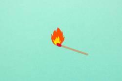 Streichholz mit Flamme