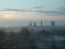 Industrie im Nebel