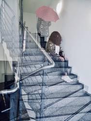 Treppenhaus Frau Doppelbelichtung