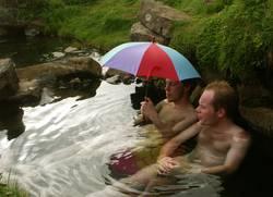 """""""Mach den Schirm auf, sonst werden wir nass!"""""""