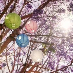Bunte Lampions in deinem Baum