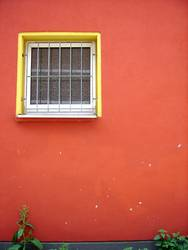 rote hauswand