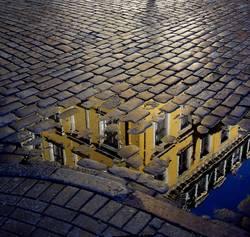 Reflexion auf der Straße