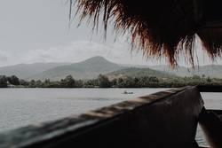 Urlaub Berge Kambodscha Thailand Flussufer Fluss Fischerboot