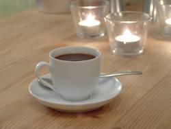 Espresso bei Kerzenschein