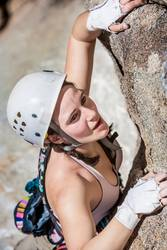 Female climber gripping a crack.