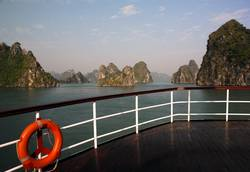 Panorama der Halong-Bucht