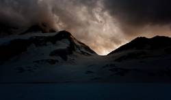 Hinter den Bergen regieren die Götter